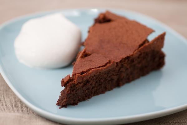 Torta spumosa al cioccolato. ? Federico Casella per ...