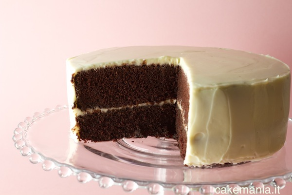 Torta Black & White: dark devil e frosting al mascarpone. Photo © Federico Casella per Cakemania®