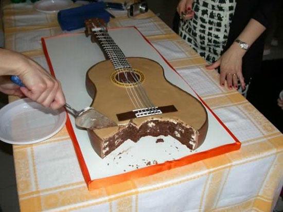 Cake Design Strumenti Musicali : Torte a forma di chitarra e di basso