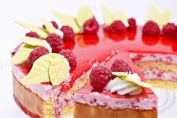 Torta Cakemania: charlotte con mousse di lamponi e yogurt.