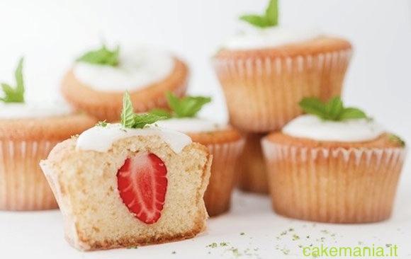 Cupcake con fragola-sorpresa. © Federico Casella per Cakemania®