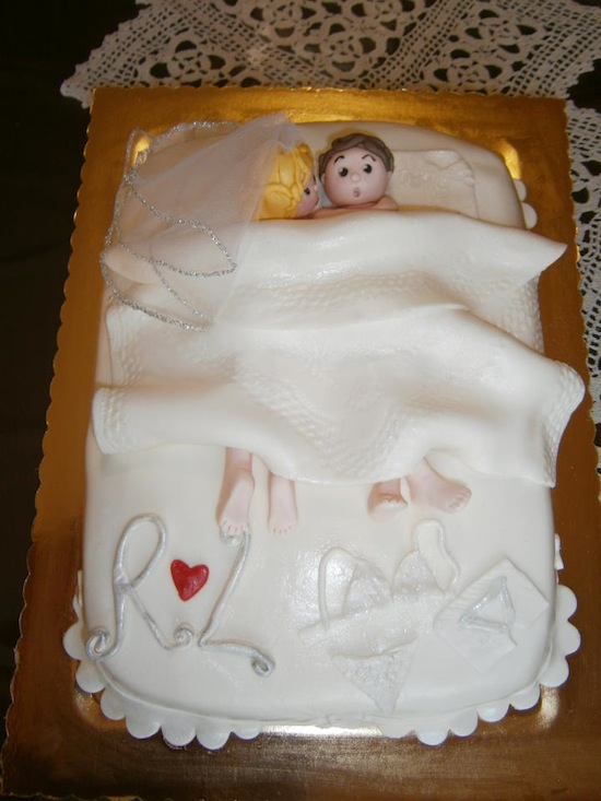 Torte per addio al celibato e nubilato a forma di letto - Scherzi per letto degli sposi ...