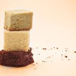 Pan di Spagna al cioccolato, classico e ai pistacchi. © Federico Casella per Cakemania.it