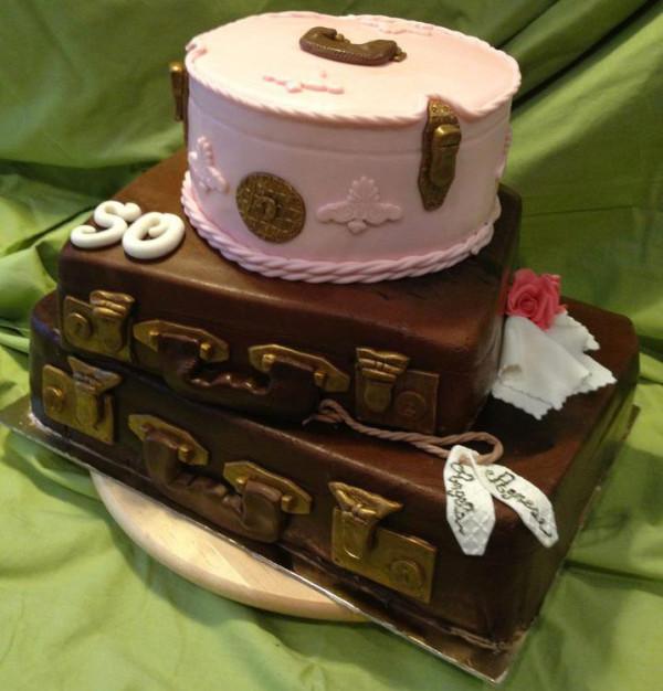 Torta A Forma Di Valigia Cake Design Dedicato Ai Viaggiatori