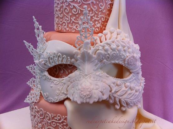 Dettaglio della Venetian rose mask © Red Carpet Cake Design
