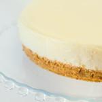 Una cheesecake dai contorni e dalla superficie perfetta: con le 10 regole di Cakemania è facile! Photo © Federico Casella per Cakemania®