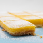 Lemon bars - quadrotti al limone. Photo © Federico Casella per Cakemania®