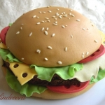 torta hamburger decorata pasta di zucchero