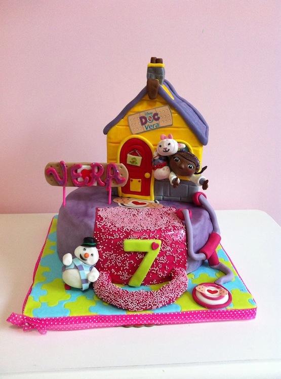 Torte con la dottoressa peluche di cake design