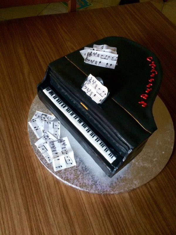 Cake Design Strumenti Musicali : Torte a forma di strumenti musicali