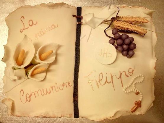 torta comunione a forma di libro pergamena