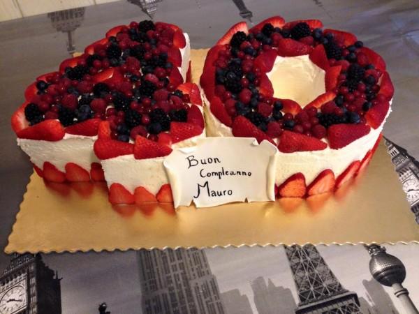 torta alle fragole a forma di 40