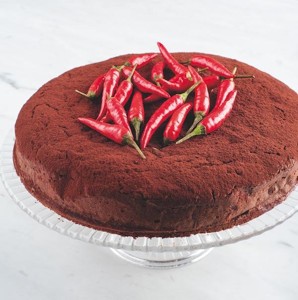 "Torta messicana di cioccolato e peperoncino. da ""World's best cakes"". Photo © Sarka Babicka     Torta messicana di cioccolato e peperoncino. da ""World's best cakes"". Photo © Sarka Babicka"