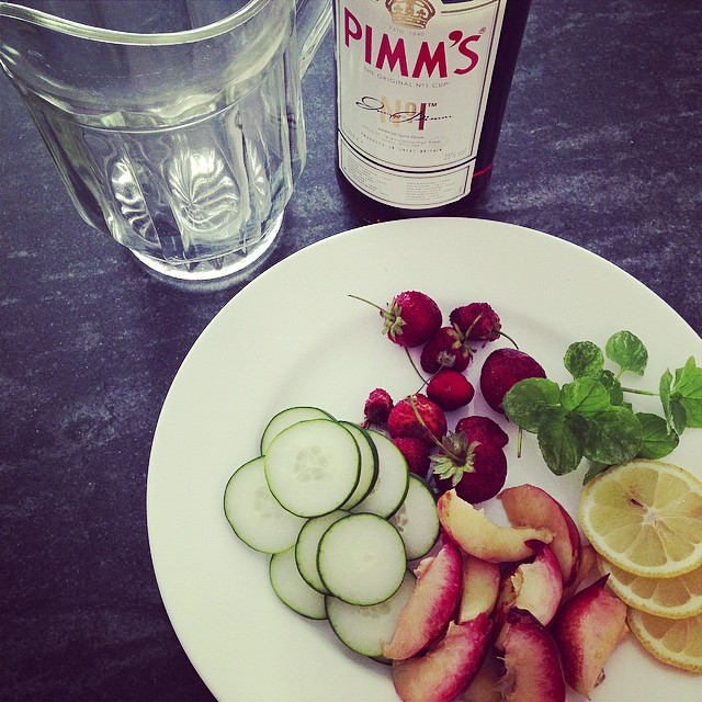 It's #Pimm's o'clock! #cocktail #cakemania #instadrink #estate #summer #yeswecake #fragole #menta #limone #cetriolo #aperitivo #happyhour #british