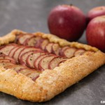 Crostata di mele in stile country. Photo © Federico Casella per Cakemania®