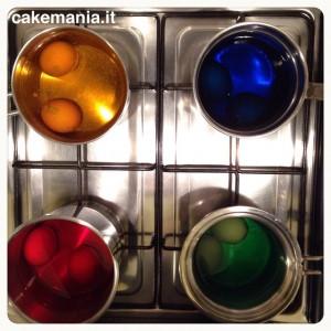 Si colorano le #uova per il pane di #Pasqua: acqua,…