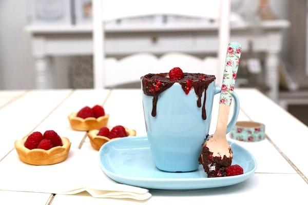 Mug cake al cioccolato e lamponi