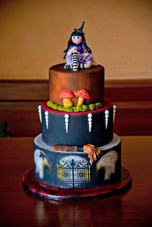 torta di Halloween con la bambola Gorjuss