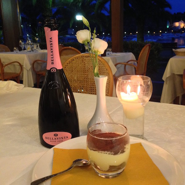 tiramisu sale rosa ristorante della baia