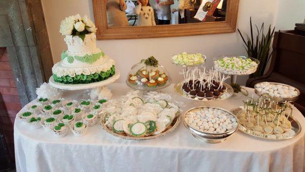 Come si fa una sweet table tante idee di cake design for Idee buffet comunione