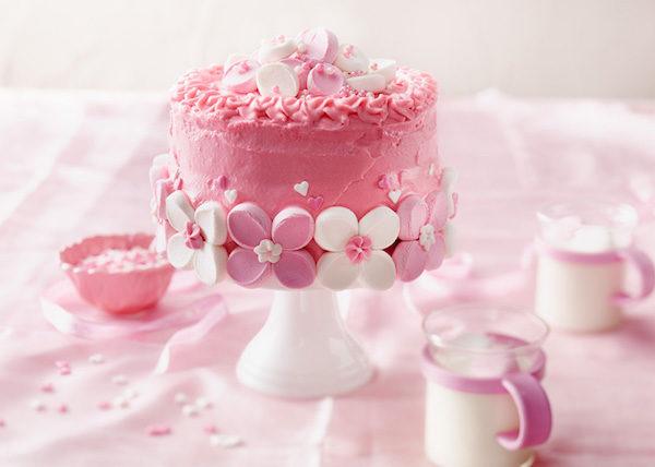 Marshmallow torte decorate