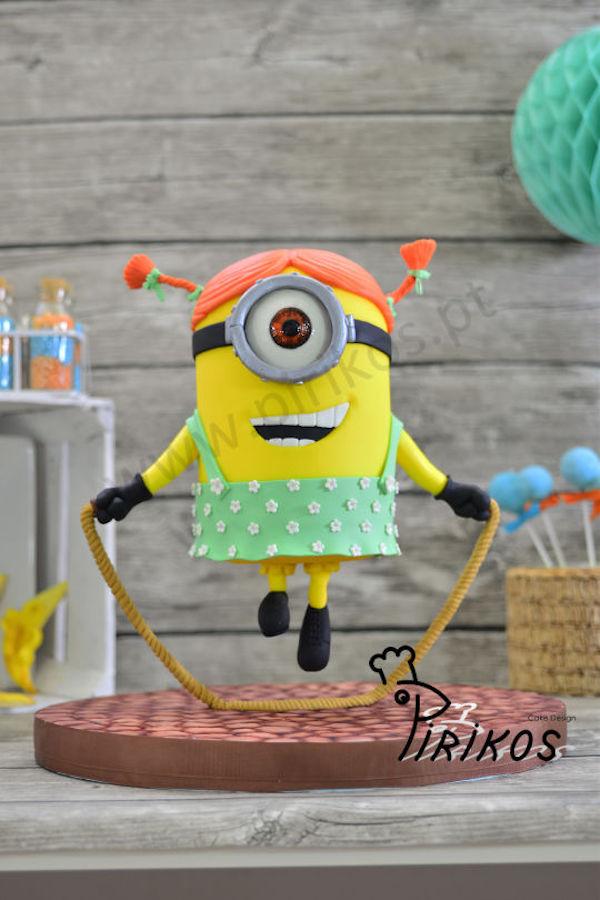 minion-gravity-cake