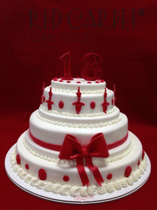 torta bianca e rossa