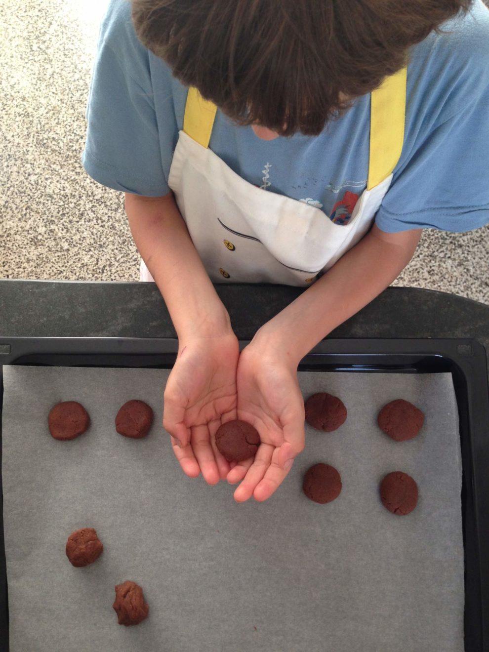 kid baking