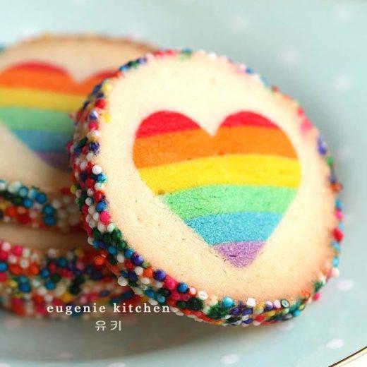 ricetta biscotti decorati con cuore-arcobaleno