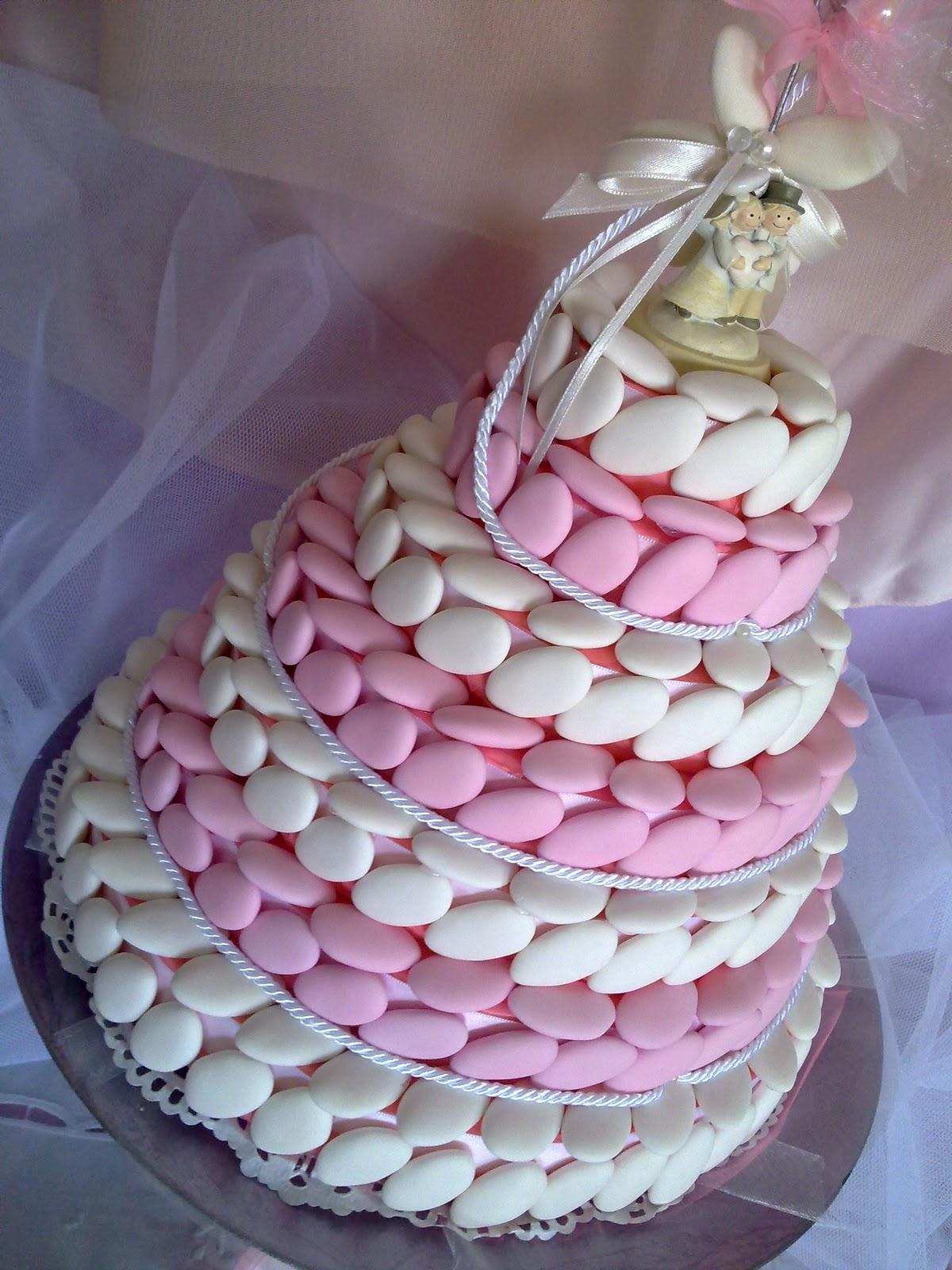 torta decorata con confetti