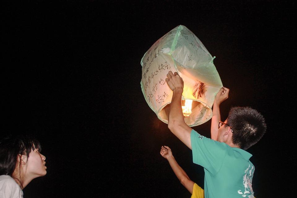 lanterne cinesi volanti.