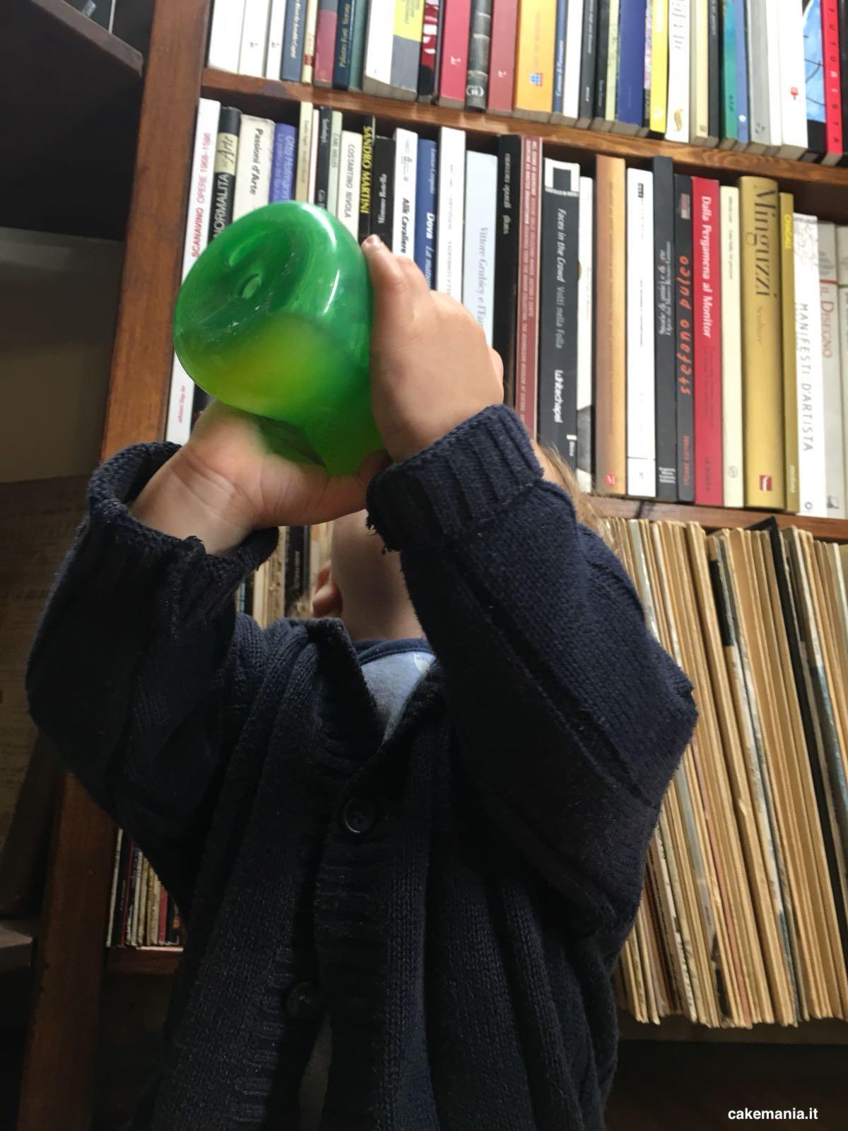 tazza con beccuccio per bambini