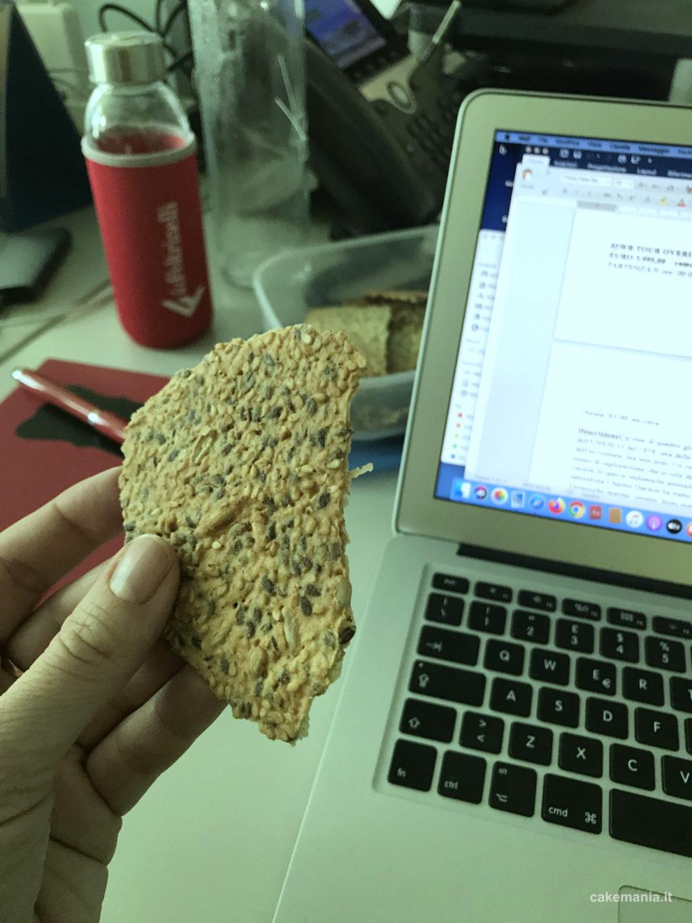 cracker fatti con farina di ceci