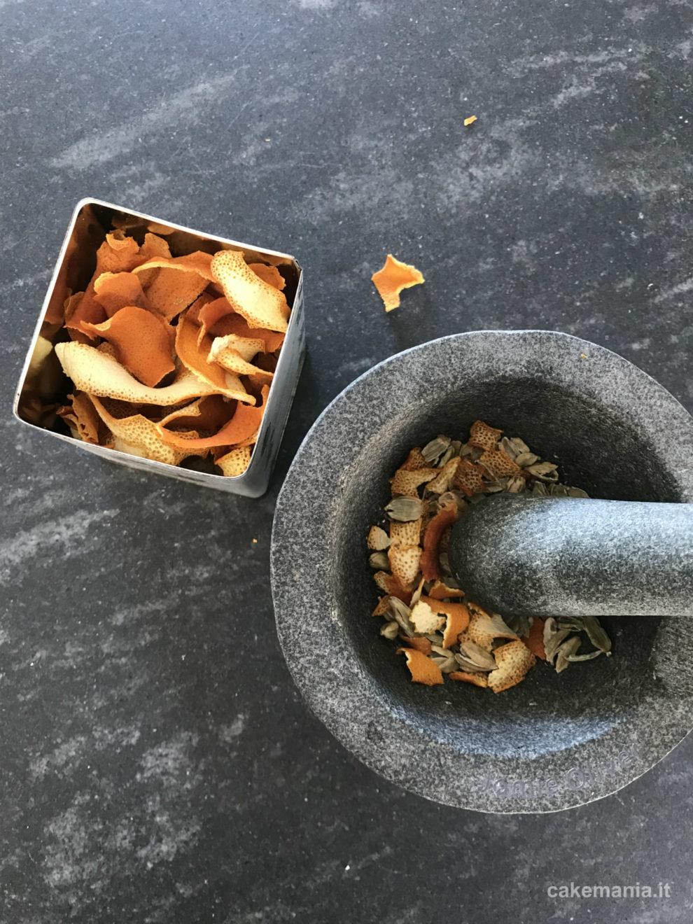 miscela di tè con scorze di arancia essiccate