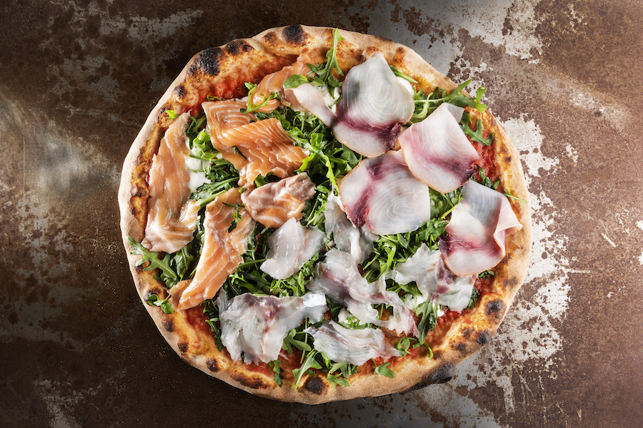 Pizza senza lievito carpaccio di mare di Marasco