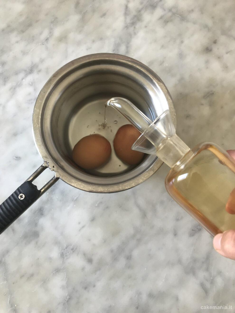 Come non far rompere le uova in cottura